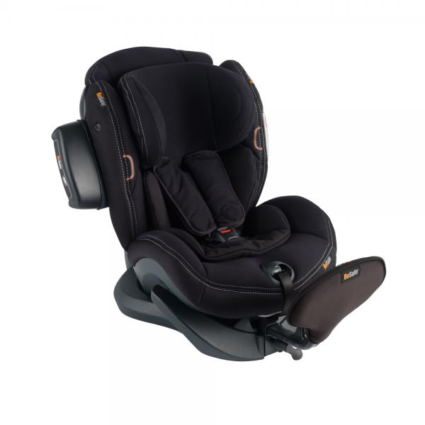 Der Bezug Premium Car Interior Black ist besonders hochwertig und gut gepolstert, das SIP+ bietet extra Schutz