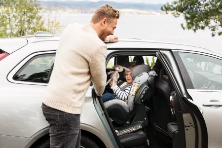 Im Kid X3 i-Size allzeit sichere und komfortable Fahrt