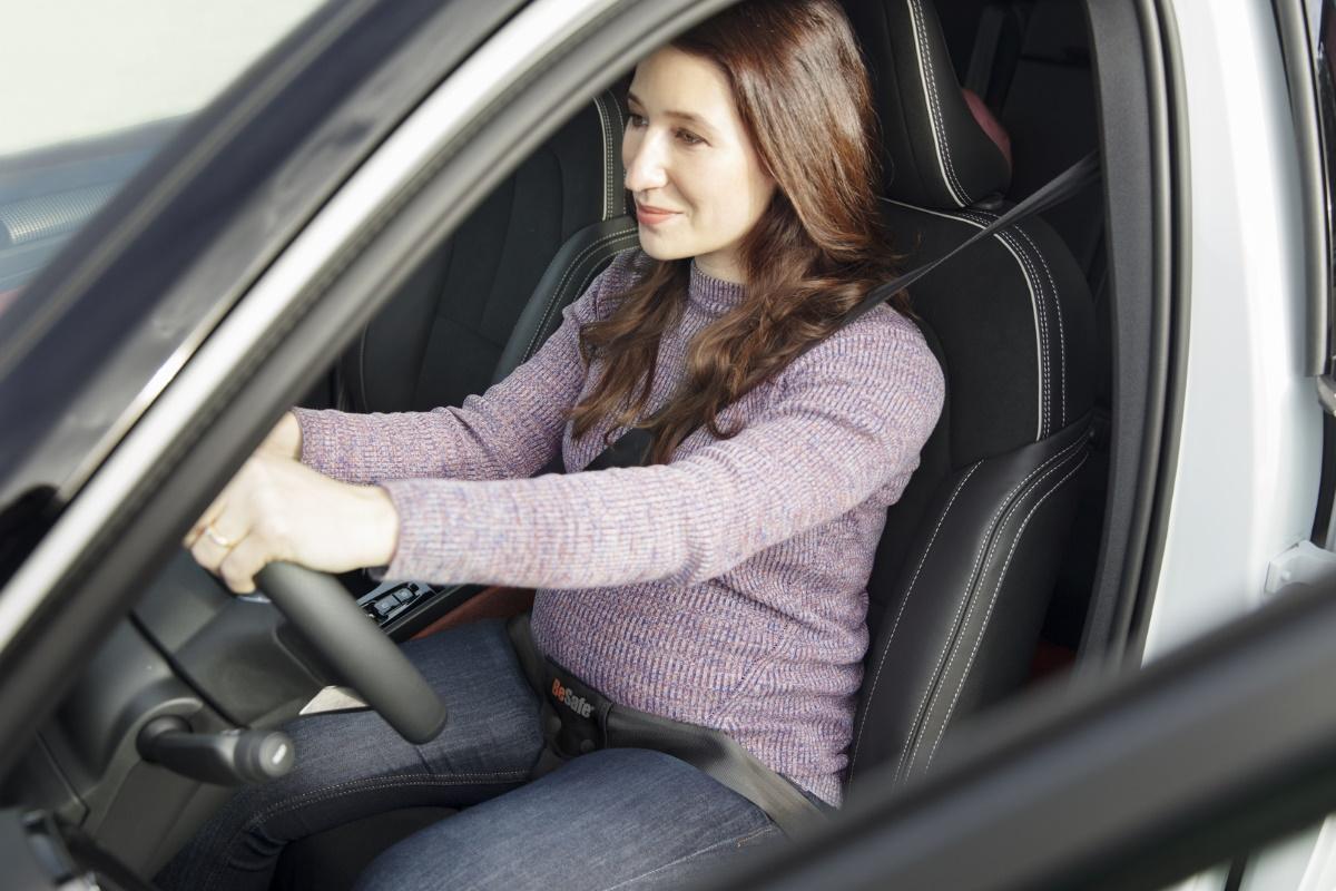 sicher mit dem Auto unterwegs in der Schwangerschaft
