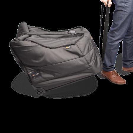 Den Kindersitz in der BeSafe Transporttasche können Sie einfach hinter sich herziehen.
