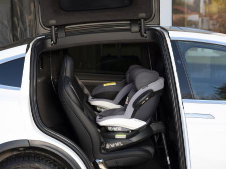 Kindersitz Twist i-Size im Auto
