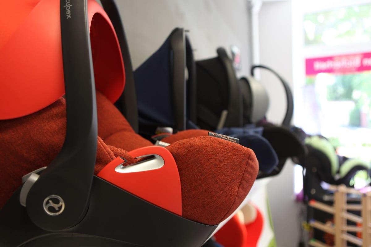 Babyschalen Cybex Maxi-Cosi Britax Römer und mehr Familie Bär