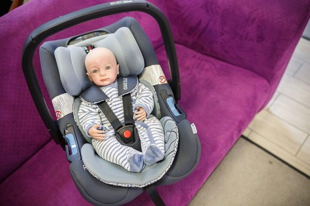 Puppe in Babyschale Kindersitzberatung