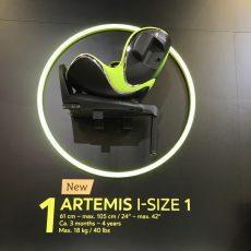 Messewand grüner Artemis i-Size 1