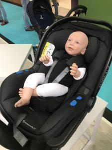 Puppe in Babyschale