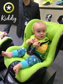 grüner Reboardkindersitz von Kiddy mit Kind
