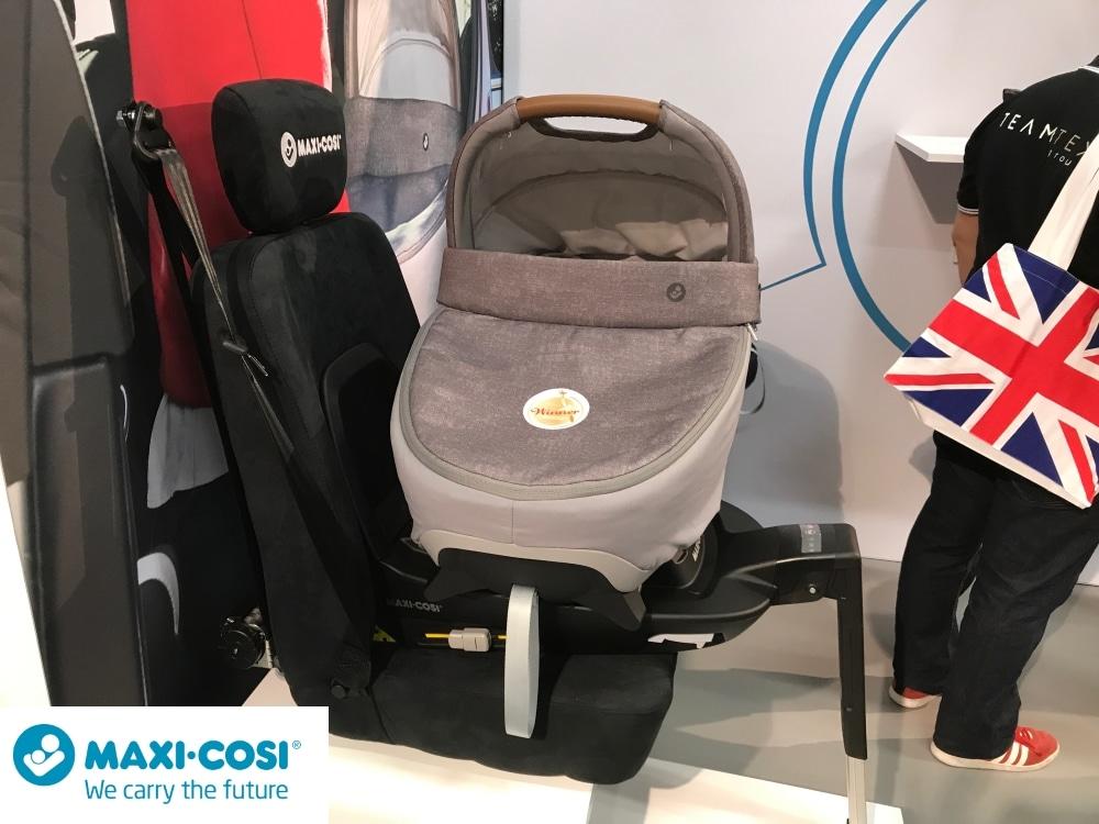Kinderwagenaufsatz MaxiCosi im Auto