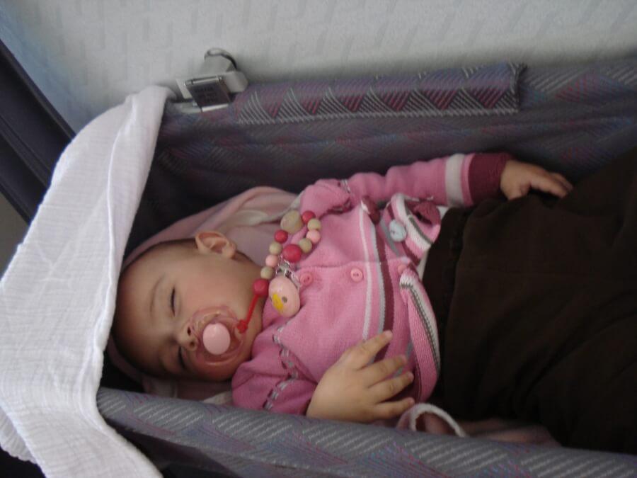 Babys im Flugzeug