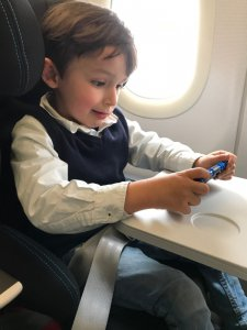 Folgesitz von Takata im Flugzeug mit Kind