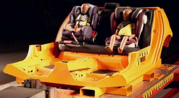 Frontalcrash ADAC Karosserie Kindersitztests