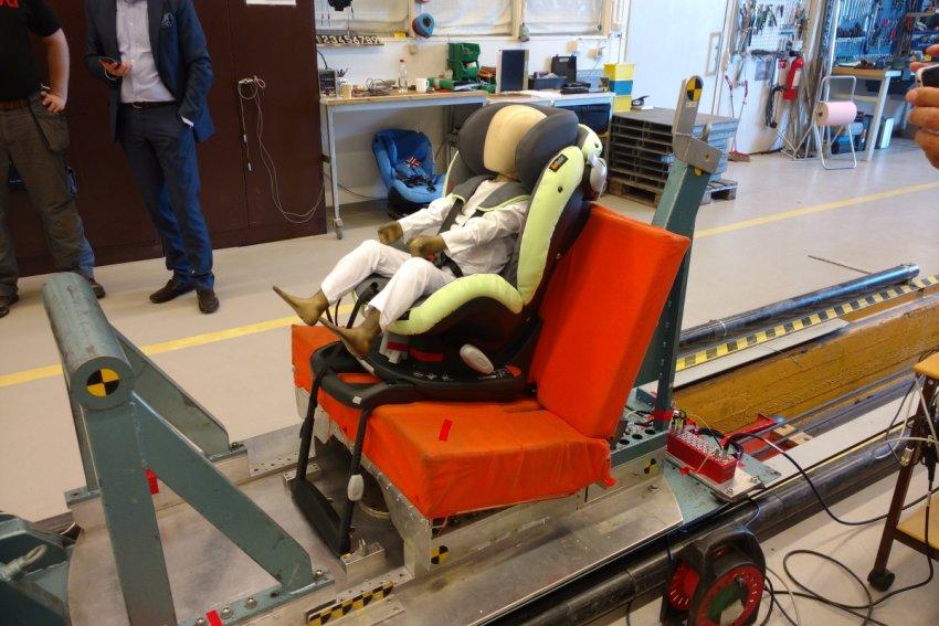 Kindersitztest Schwedischer Plustest Crashtest